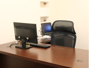 呼ばれましたら診察室に来て頂いて、先生の診察をお受けください。 title=3.先生と患者様の診察